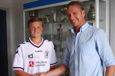 AGF skriver kontrakt med 15-årig back